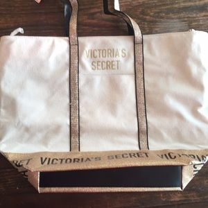 ❤️NWT Victoria's Secret Weekend Bag❤️